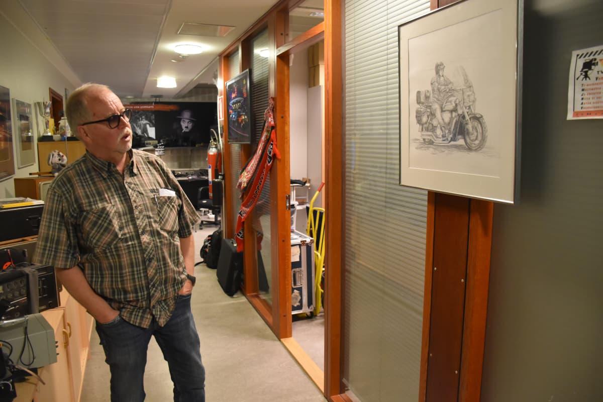 Matti Lieskala yrityksensä tiloissa