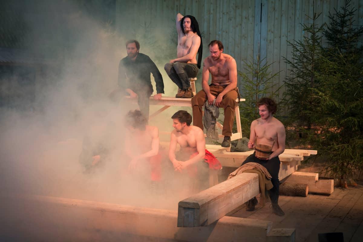 Ryhmäteatterin Seitsemän veljestä Impivaaran saunassa