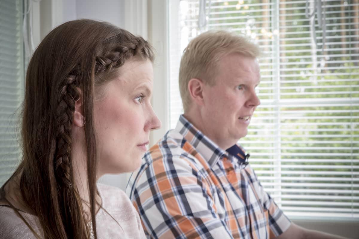 Jaana ja Mika Mattila kotonaan.