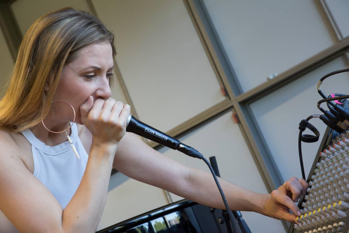Venla Blom hoitaa beatboxauksen Tuulettaressa.