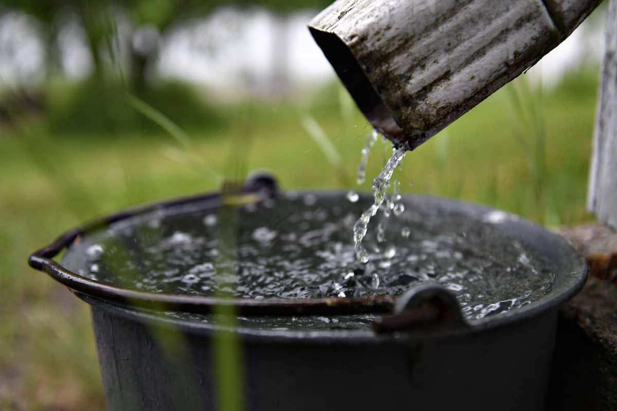 Sadetta Keuruun Huhkojärvellä 11. heinäkuuta.