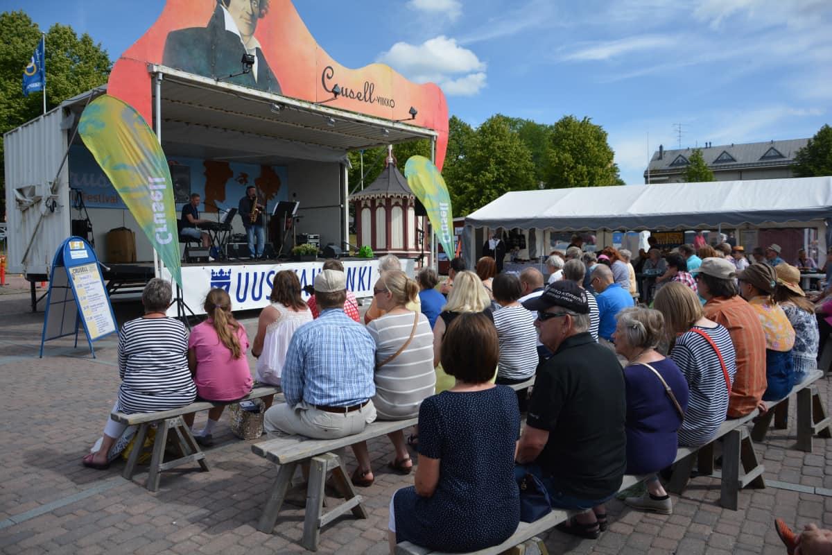 Crusell-viikon Päivän Puhallus -konsertti Uudenkaupungin torilla.