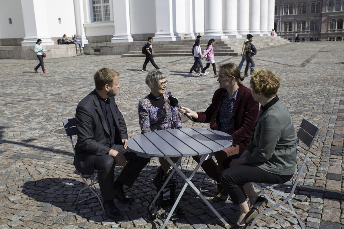 Ylen toimittaja Vesa Marttinen tenttaa Helsingin piispanvaalin ehdokkaita