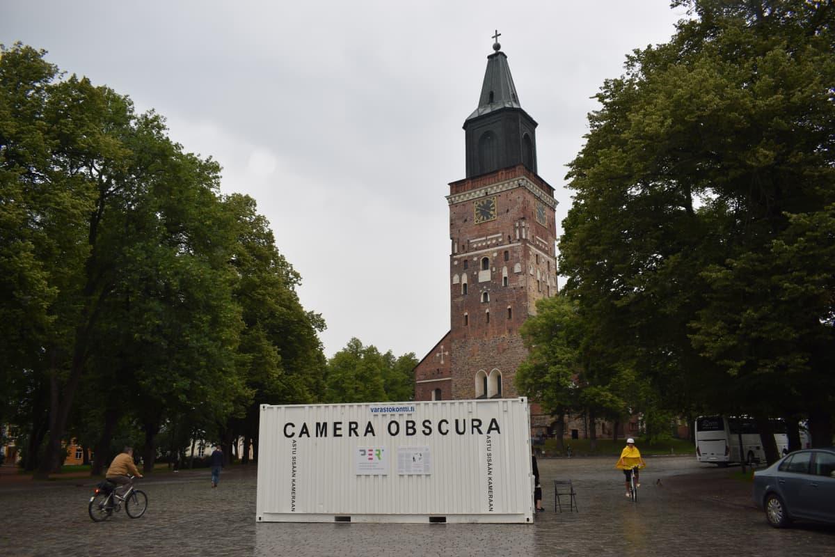 Kamerakontti Turun tuomiokirkolla Taiteiden yönä 2017.