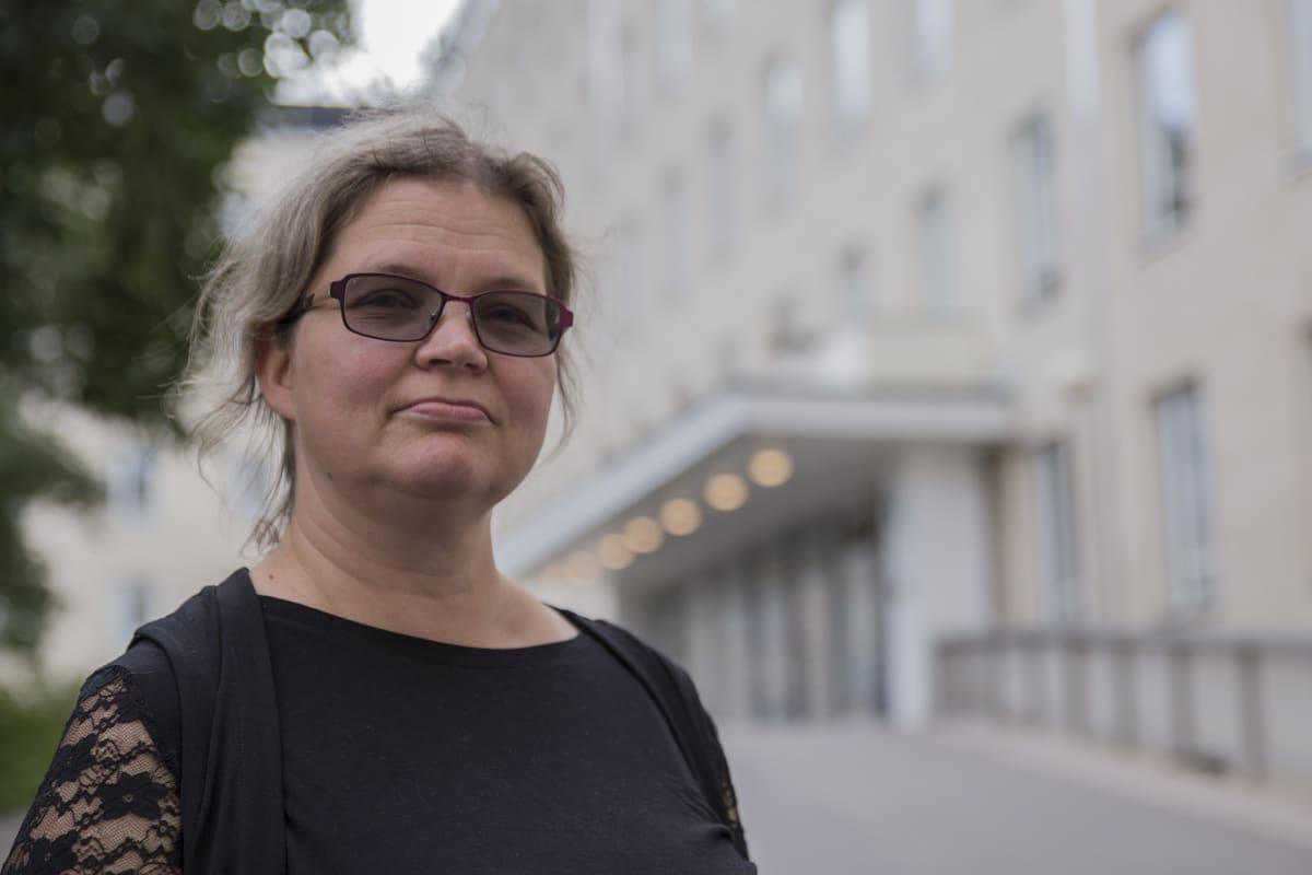 Laura Häggblom, kätilö.