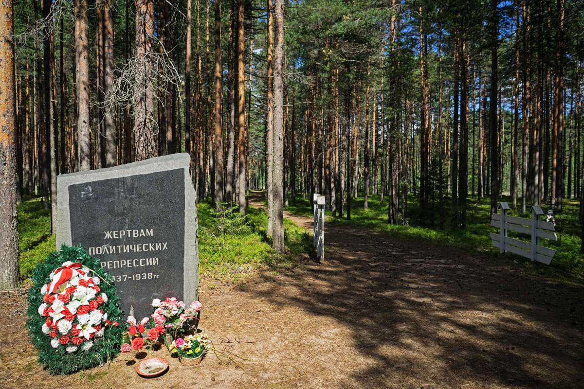 Vuosien 1937-38 sorron uhreille pystytetty muistomerkki Krasnyi borissa.