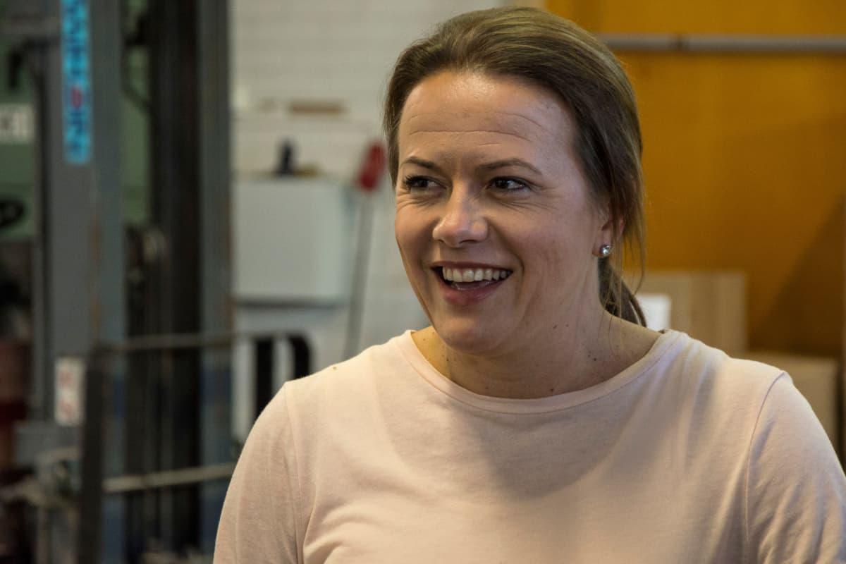 Toimitusjohtaja Laura Strömbergillä on isot odotukset kuivamuonan menestyksestä.