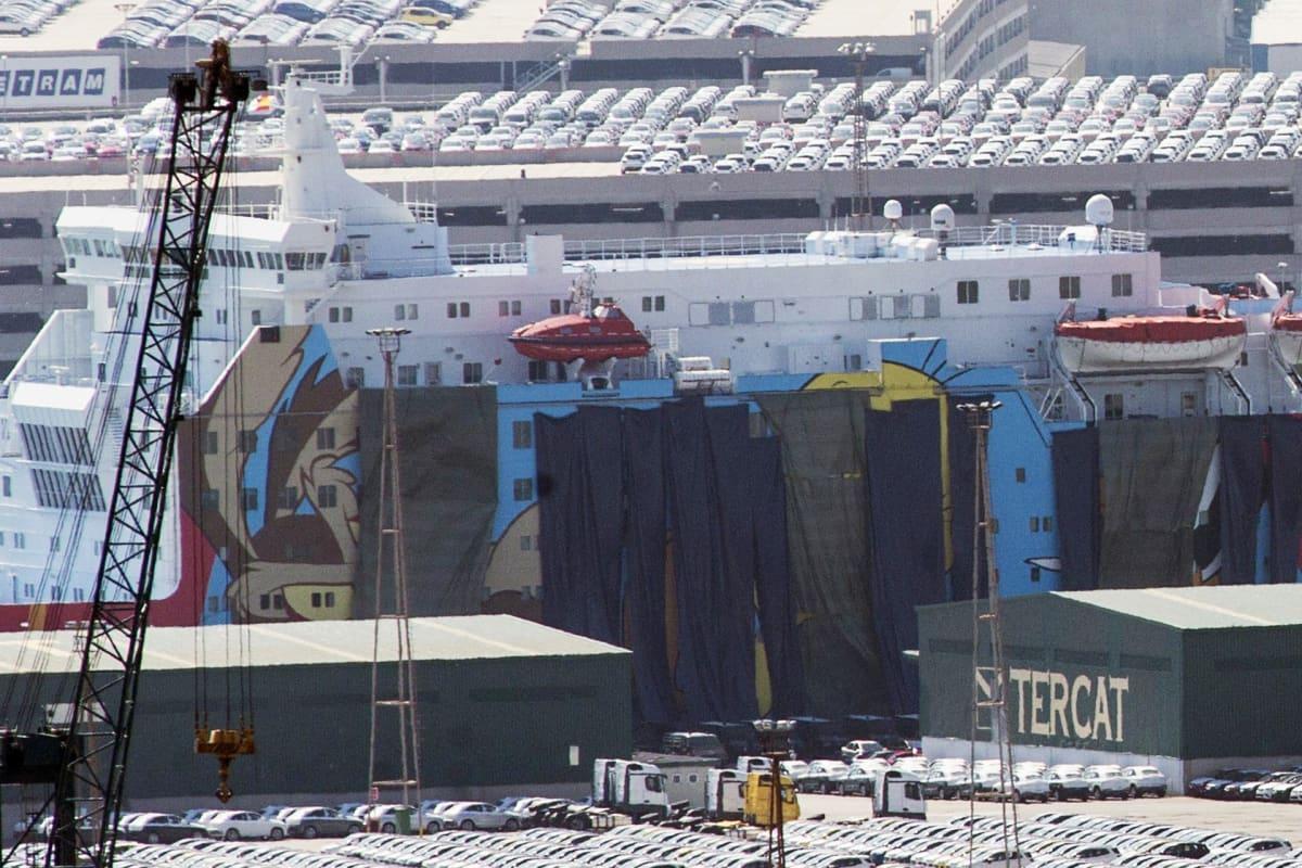 Poliisin majoitukseen tarkoitettu laiva Barcelonan satamassa 24. syyskuuta.