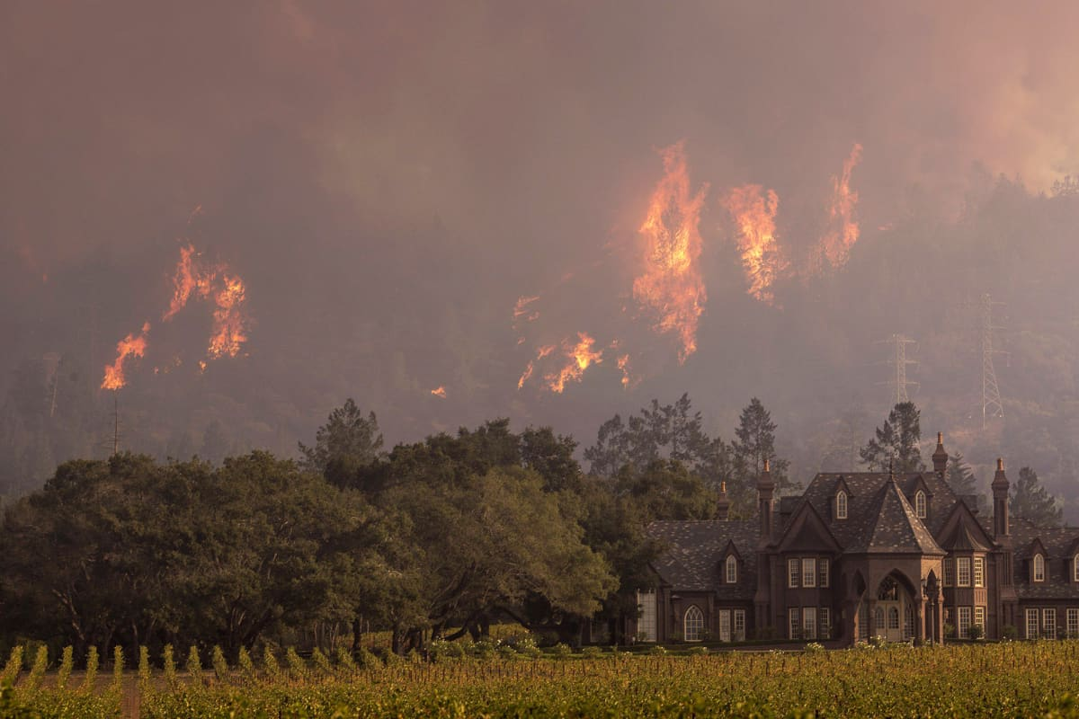 Maastopalot riehuivat Kenwoodissa, Kaliforniassa 14. lokakuuta.