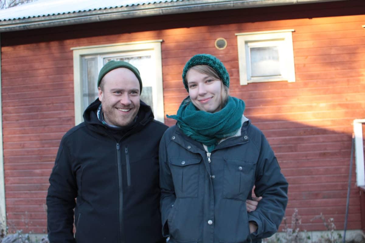 Tarmo Lehtosalo ja Tuija Sorjanen hakevat asuntoa Ivalosta.