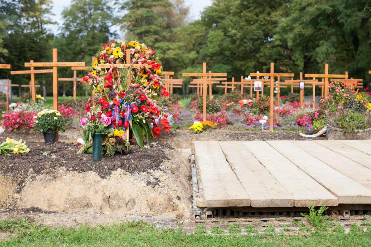 kukkia hautausmaalla