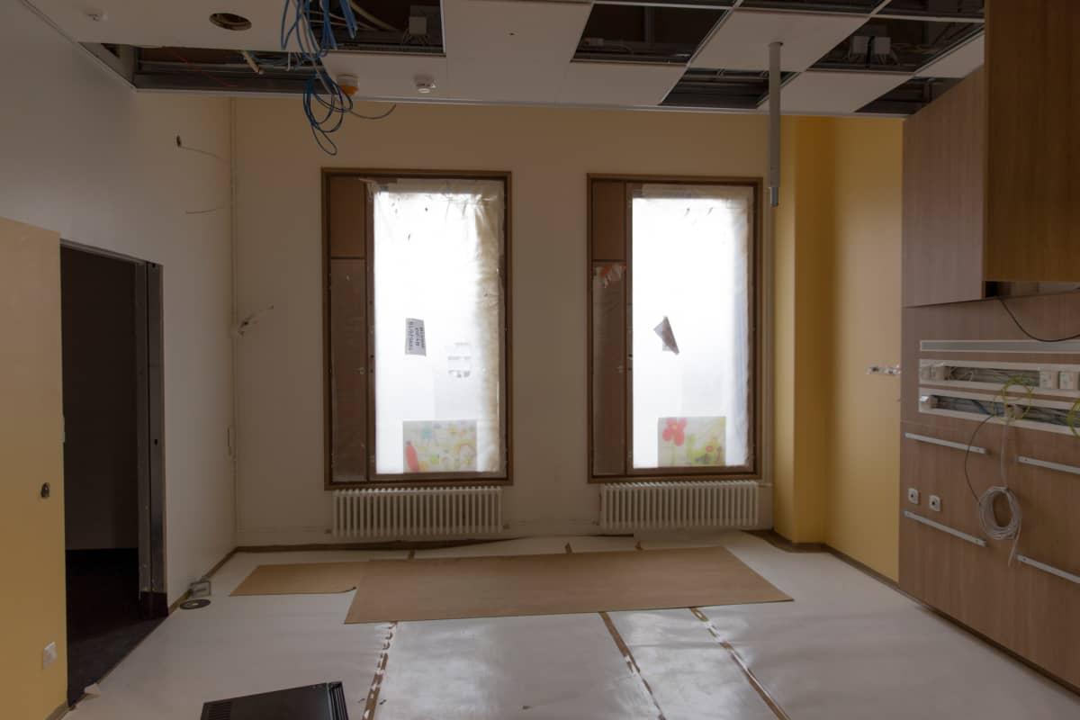 Jokaisesta potilashuoneesta löytyy ikkuna, tästä yhden hengen huoneesta kaksikin.