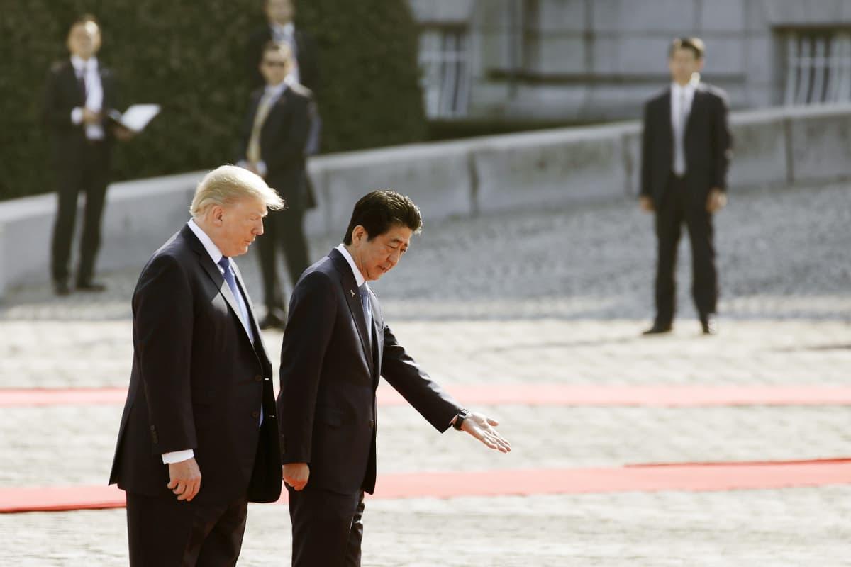 Donald Trump ja Shinzo Abe tapaavat Tokiossa