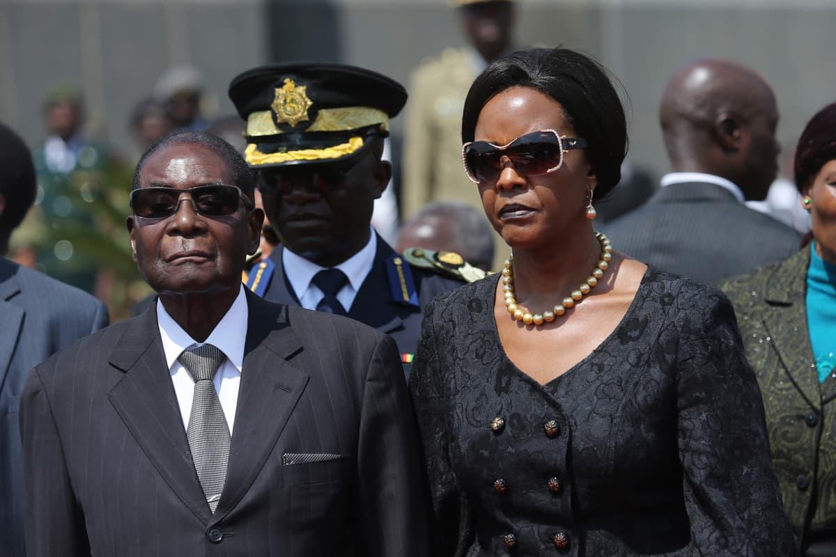 Robert Mugabe ja vaimo Grace.