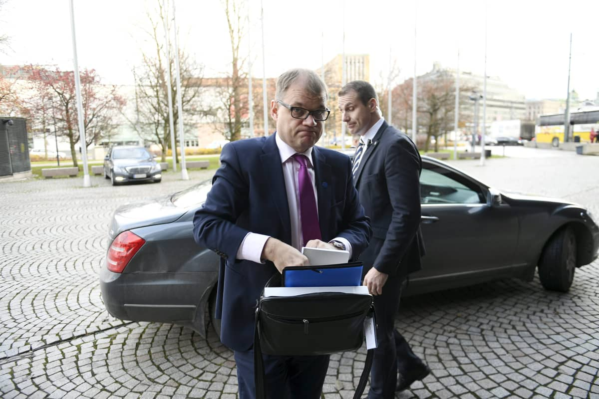 Pääministeri Juha Sipilä saapui eduskunnan Pikkuparlamenttiin ja suuren valiokunnan kuultavaksi Helsingissä keskiviikkona 15. marraskuuta 2017