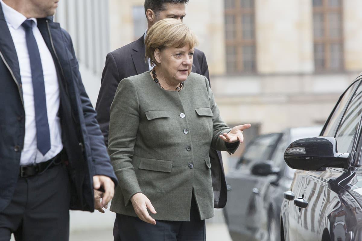 Angela Merkel saapui hallitusneuvotteluihin Berliinissä 16. marraskuuta.