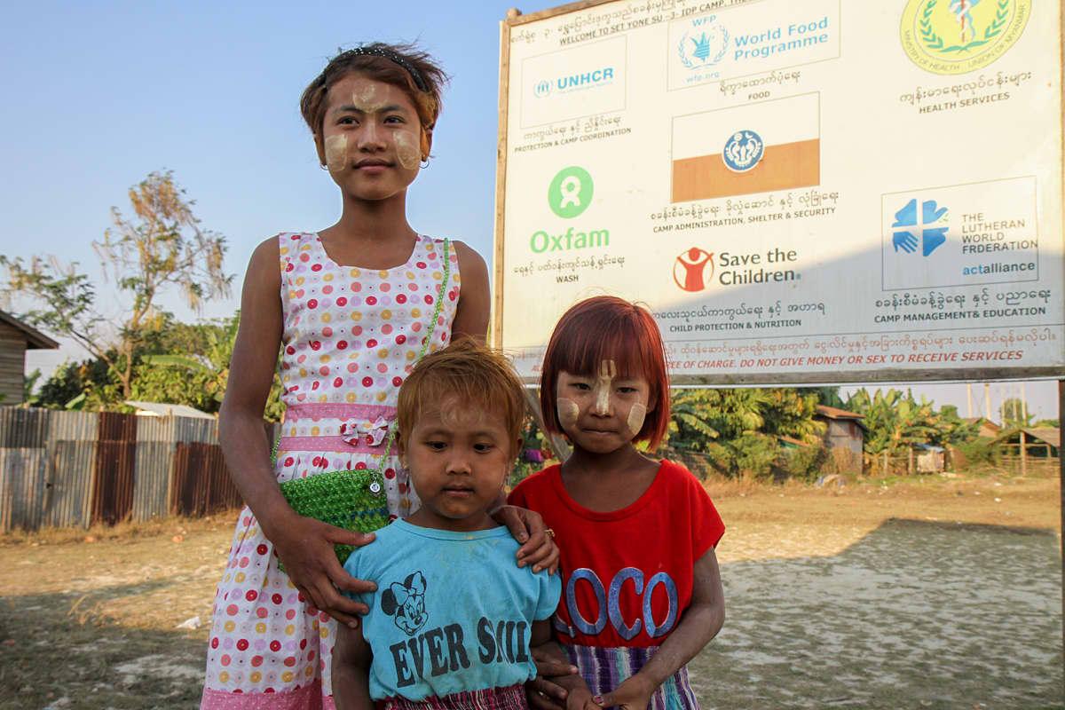 Amnesty varoittaa kansainvälistä yhteisöä pönkittämästä avullaan rotuerottelua Myanmarissa. Viranomaiset vaativat usein apujärjestöjä auttamaan paremmin toimeentulevia buddhalaisyhteisöjä ehtona rohingyaväestön auttamiselle.