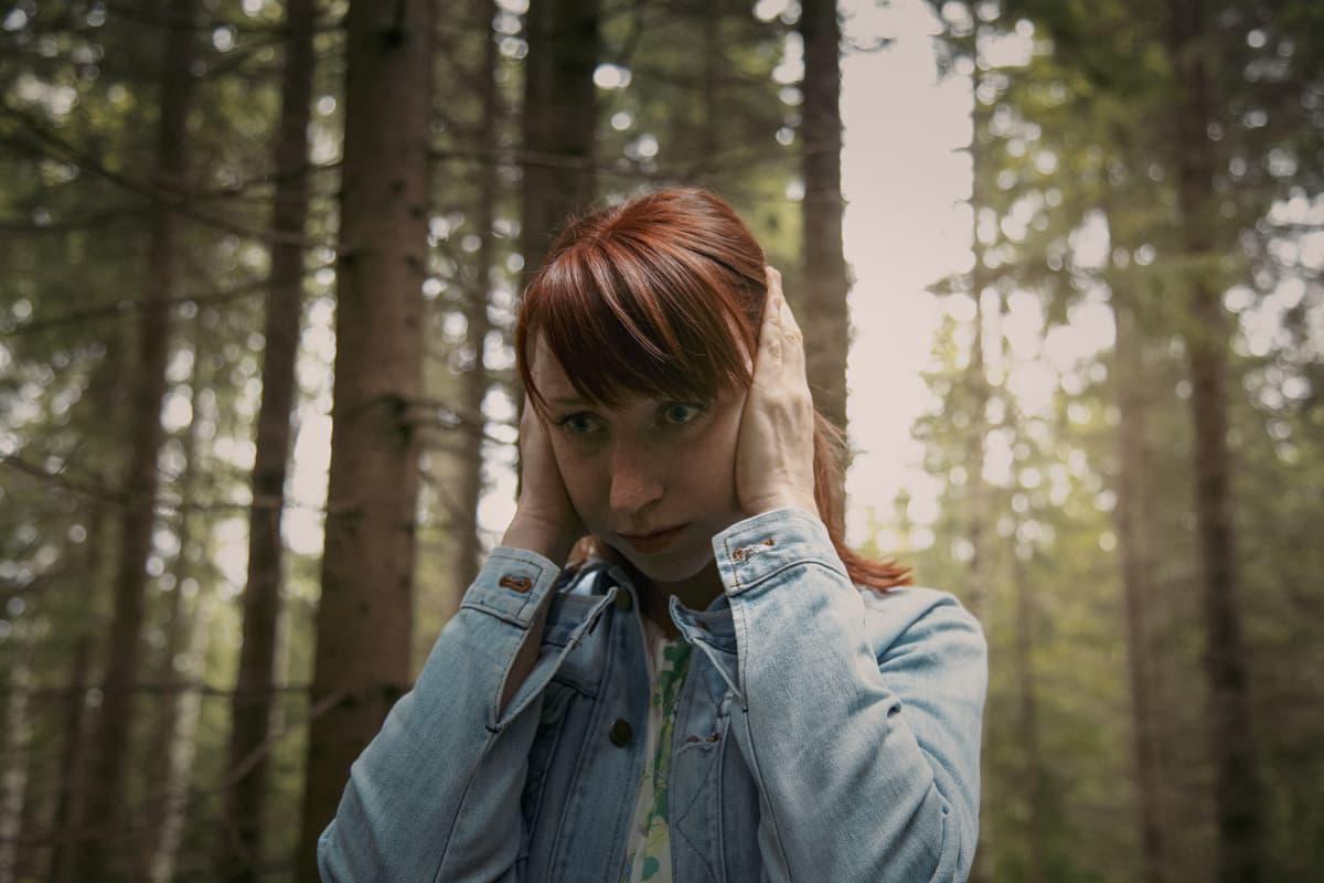 Hanna Nikander näyttelee Veijo Haukan rakastettua.