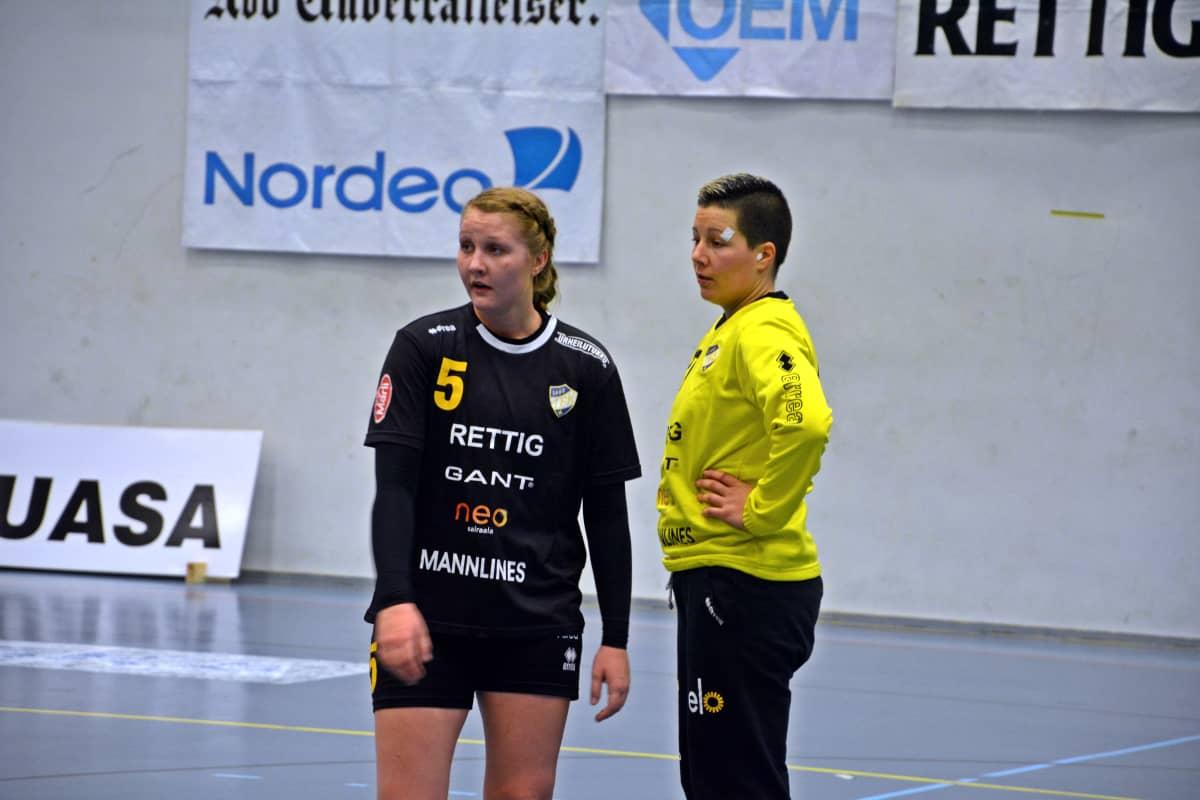 Carolina Pettersson och Vanja Radic, ÅIFK, 29.10.2015.