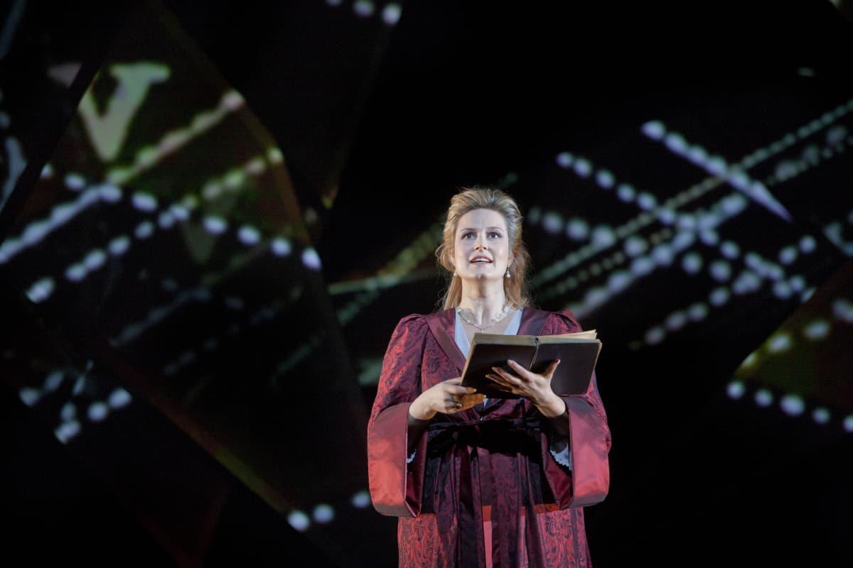 Camilla Nylund solistina Kaija Saariahon oopperassa Émilie (Suomen Kansallisoopera)