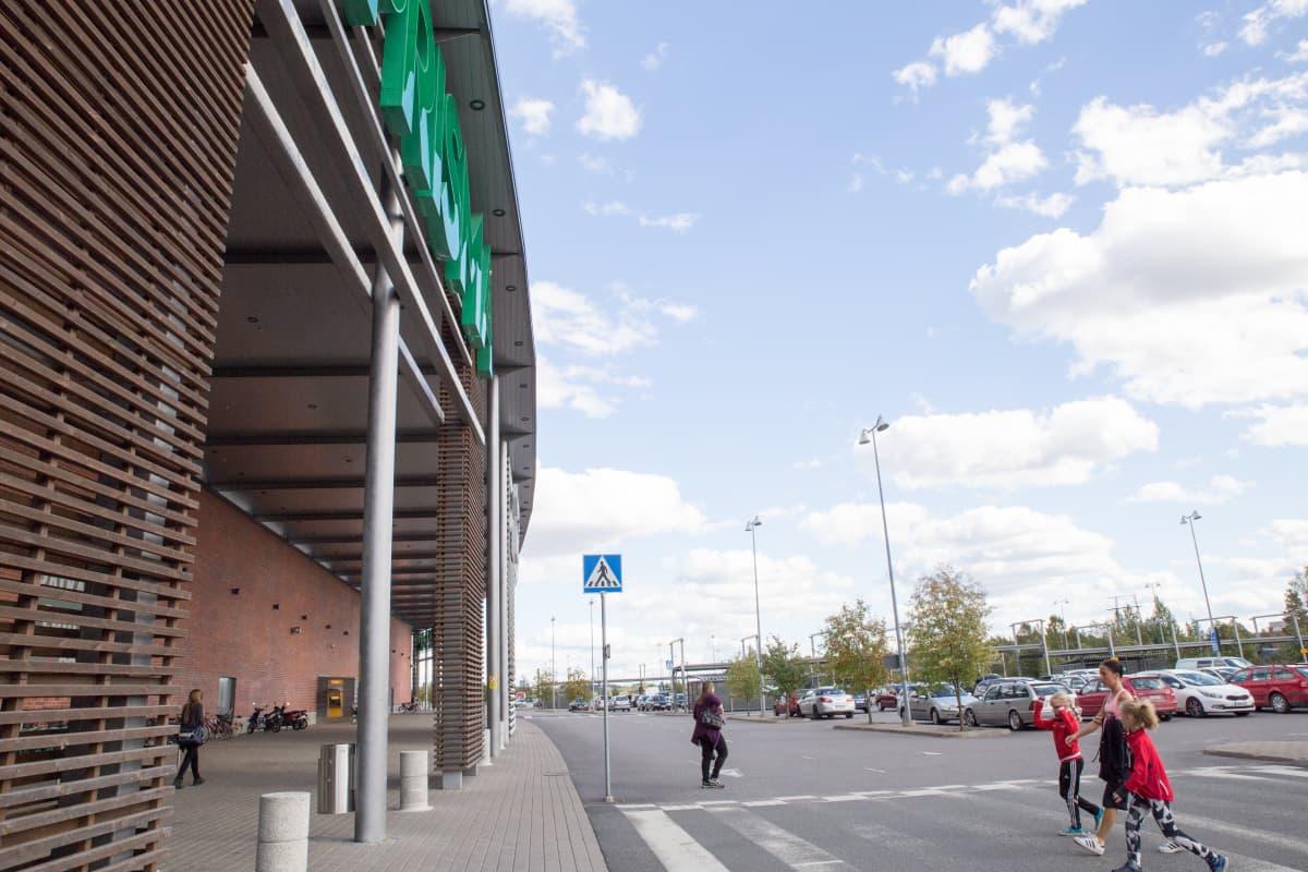 Forssan prisma ja parkkipaikka joukkotappelu paikka maahanmuuttajat