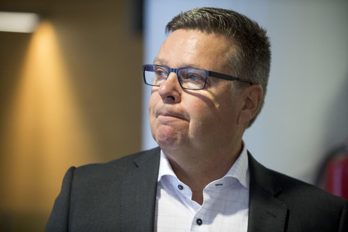 Entinen huumepoliisin päällikkö Jari Aarnio Helsingin käräjäoikeudessa 02.10.2018