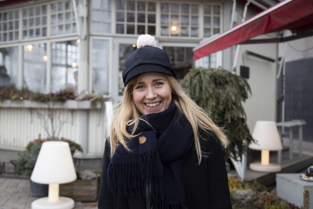 Susanna Paavolainen, kaupanalan esimies