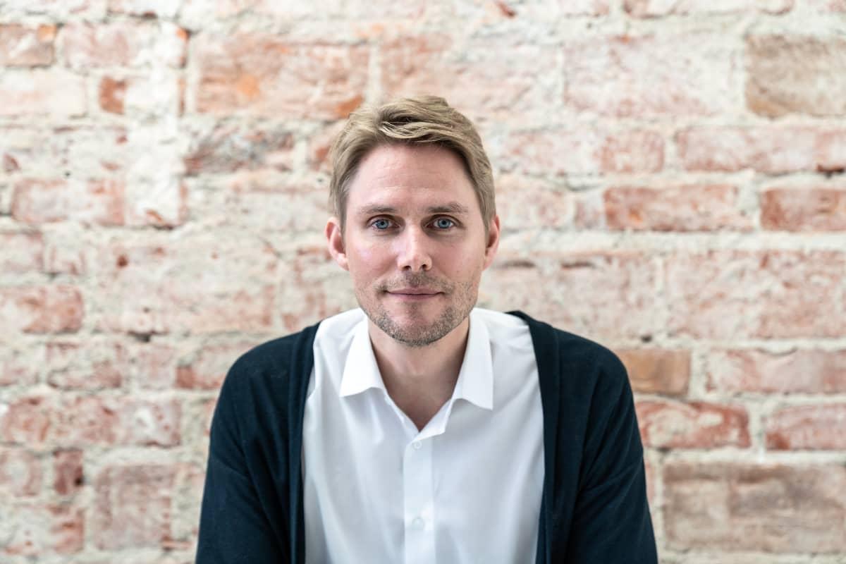 Kuvassa Compensate-säätiön perustaja, entinen Vihreiden kansanedustaja Antero Vartia.