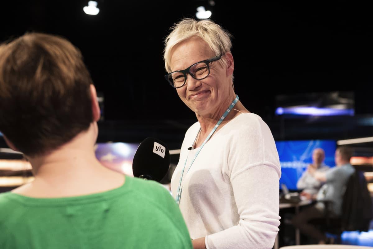 Susanna Turunen haastateltavana.