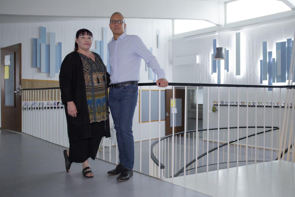 Miia Kavasto ja Kimmo Laine Vartiokylän koululla.