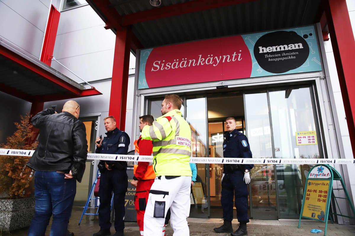 Våldsdådet skedde i Savolax yrkesinstituts lokaler i köpcentret Herman i Kuopio.