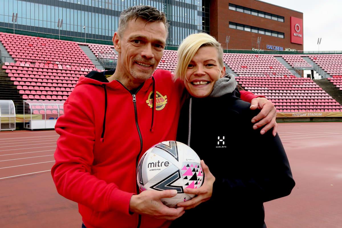 Marko Salmi ja Minna Kyyhkynen Ratinan stadionilla.