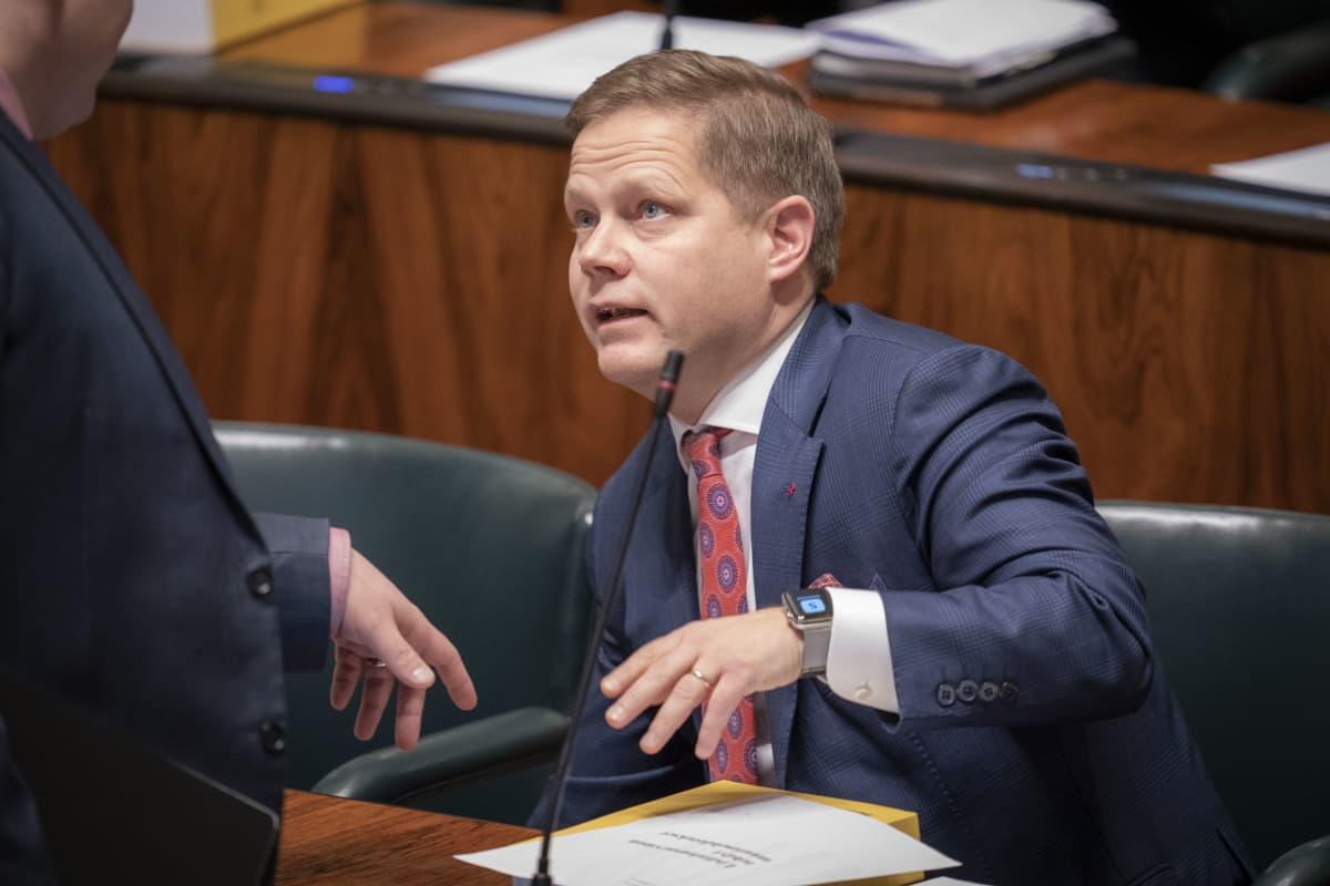 Markus Lohi eduskunnassa 23.10.2019