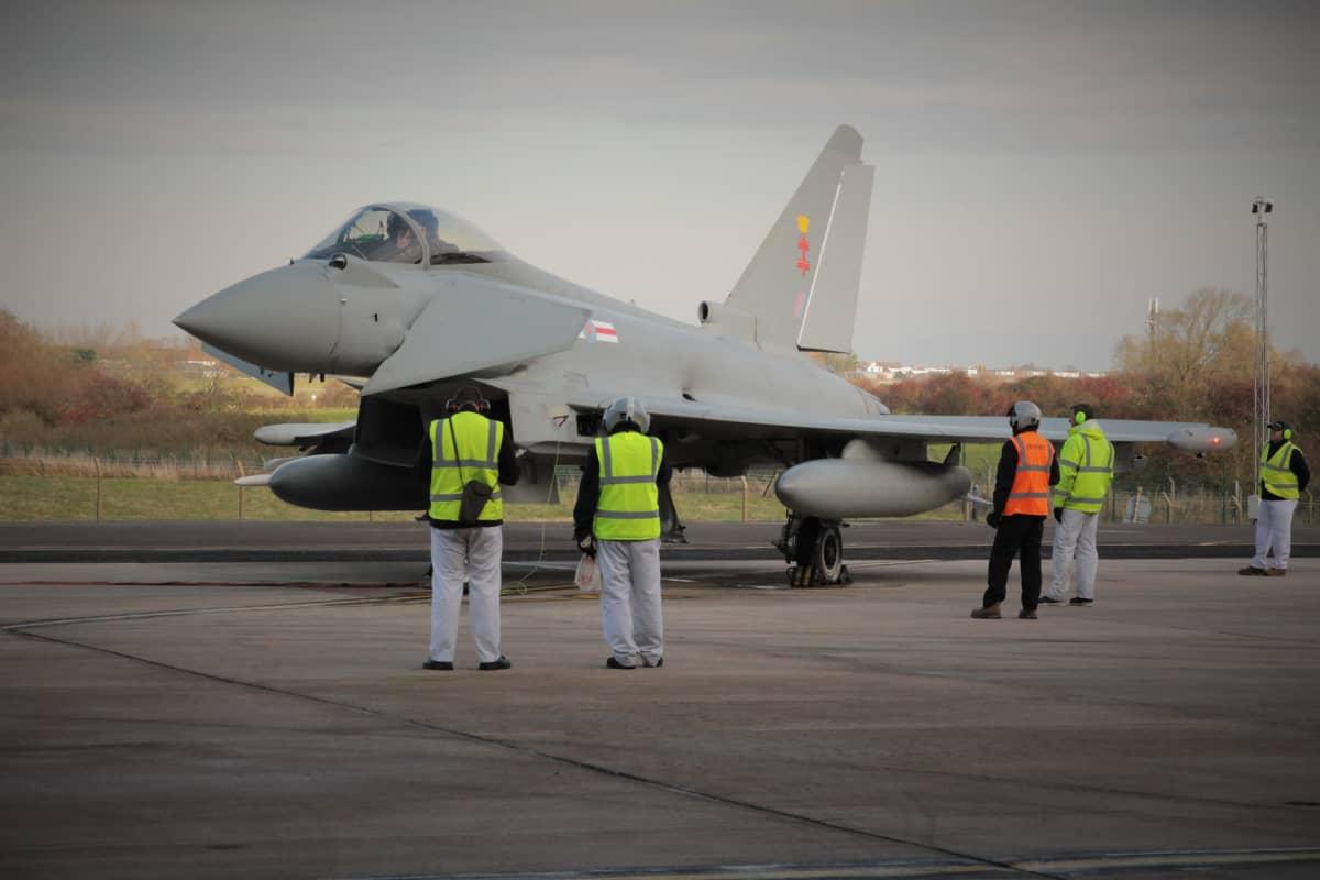 Eurofighter Typhoon valmiina lennolle.