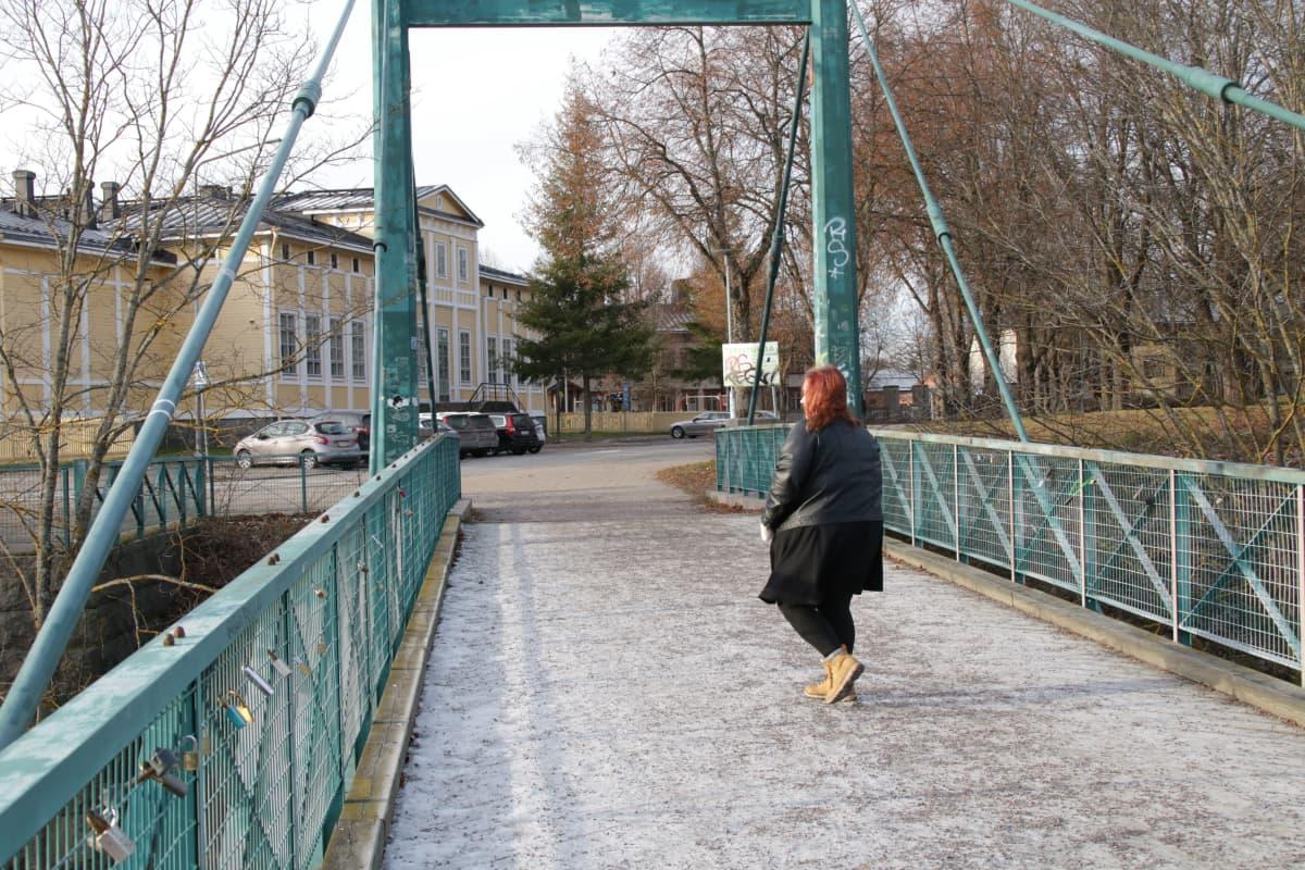 Petra Peippo selin Huokausten sillalla