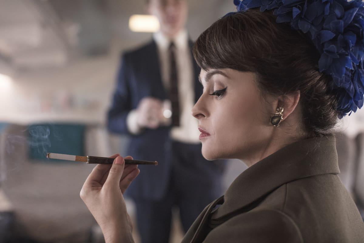 Näyttelijä Helen Bonham Carter Margaret-prinsessana 'The Crown' -sarjassa.
