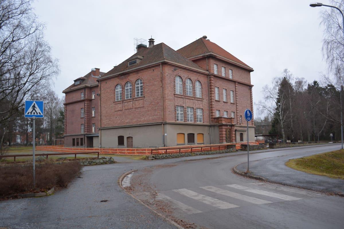 Ristikarin koulu
