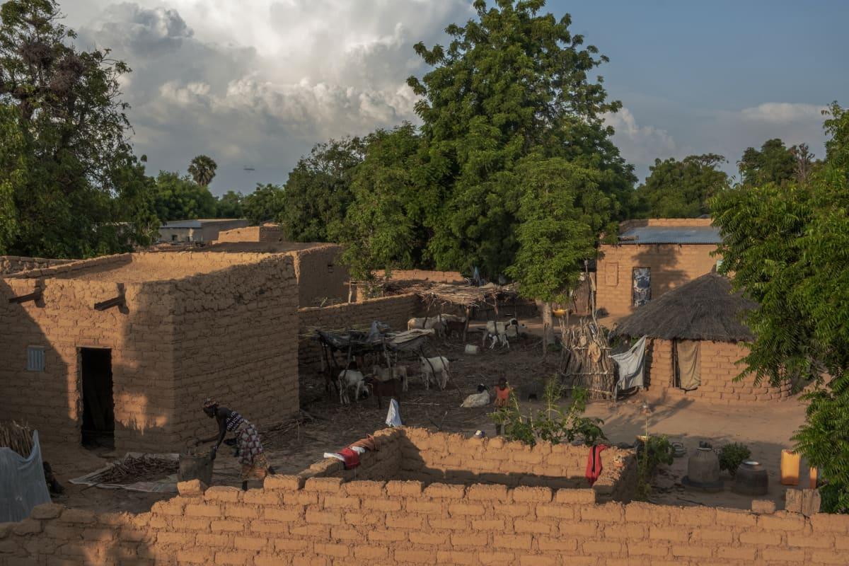 Nigeriläinen kylä yläperspektiivistä.