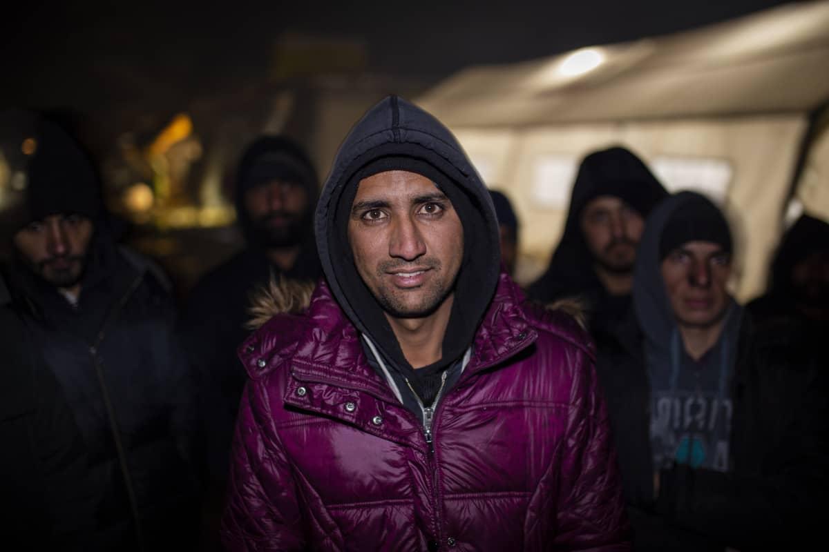 pakolainen Afganistanista Vucikin leirillä