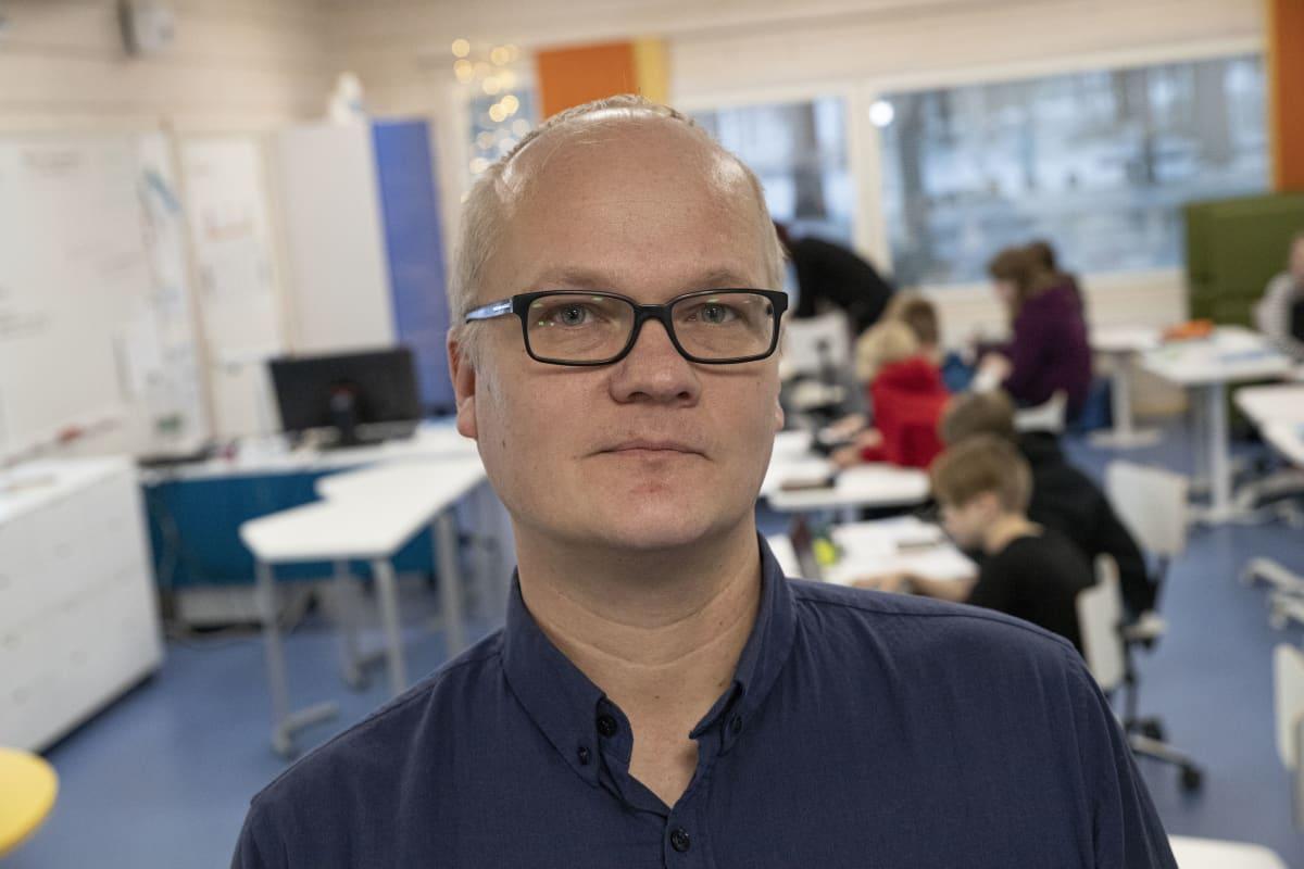 Kauppis-Heikin koulun rehtori.