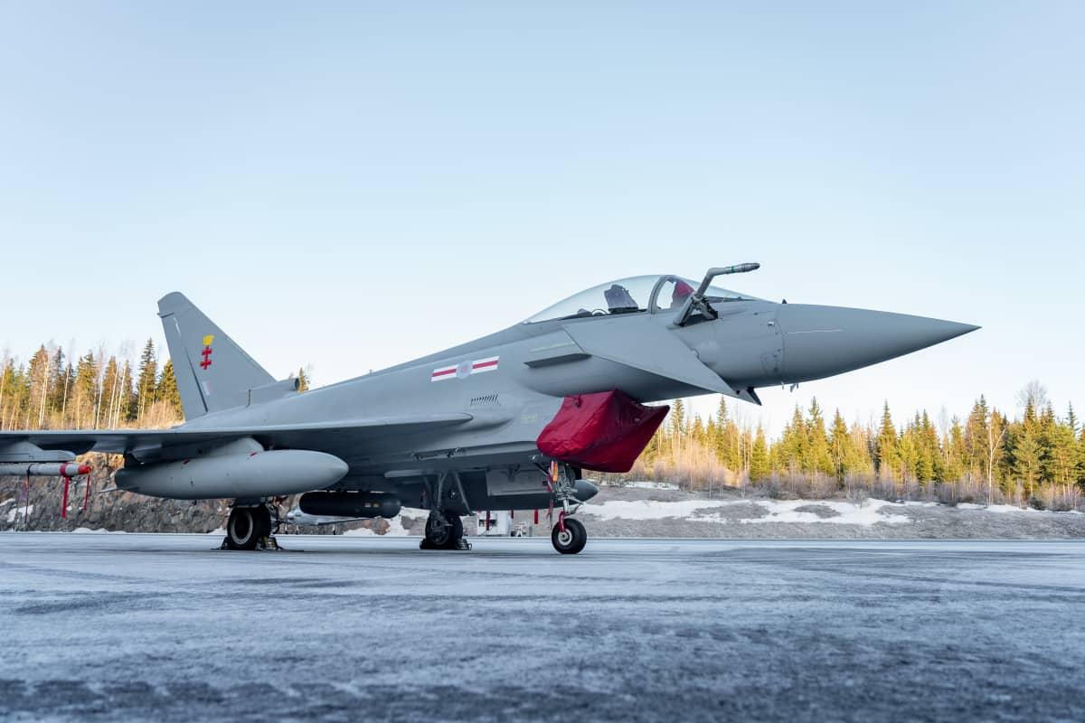 Eurofighter Typhoon hävittäjä Satakunnan lennoston kentällä