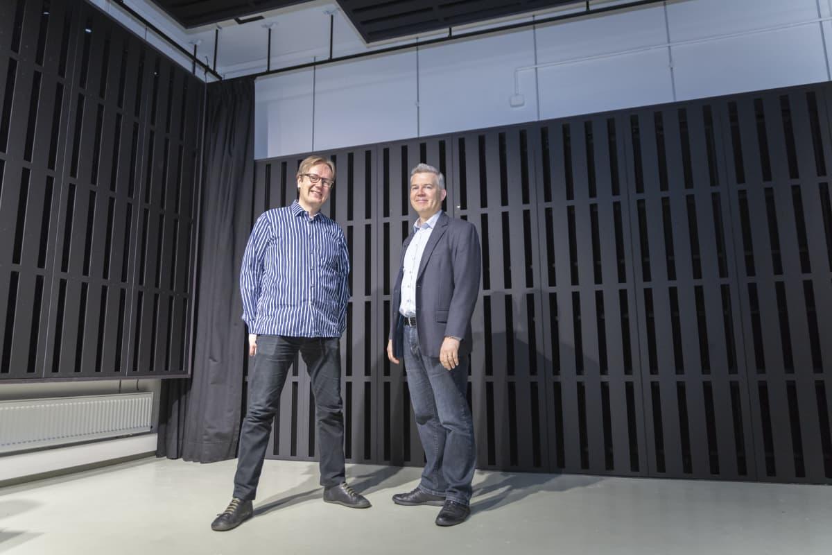 Vasemmalla Ville Pulkki, akustiikan professori. Oikealla vesa Välimäki, Äänenkäsittelyn professori, Aalto-Yliopisto