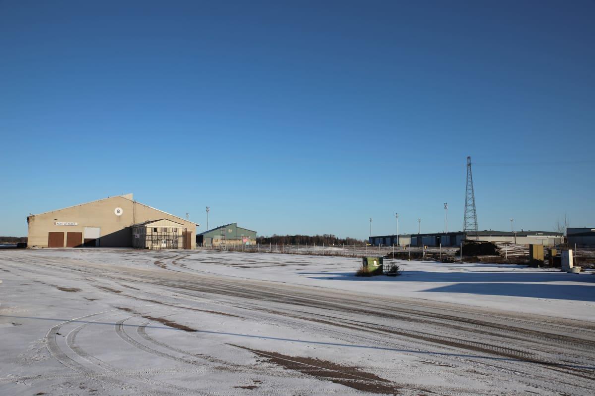 Kotkan satama-alue ja Merikeskus Vellamon parkkipaikka.