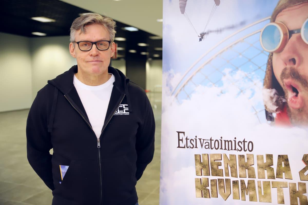 Kirjailija Kalle Veirto Etsivätoimisto Henkka ja Kivimutka -elokuvan koekuvauksissa Lahdessa kauppakeskus Karismassa.