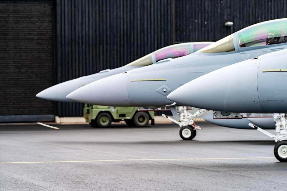 F/A-18 Super Horneteja Satakunnan lennoston kentällä Pirkkalassa.