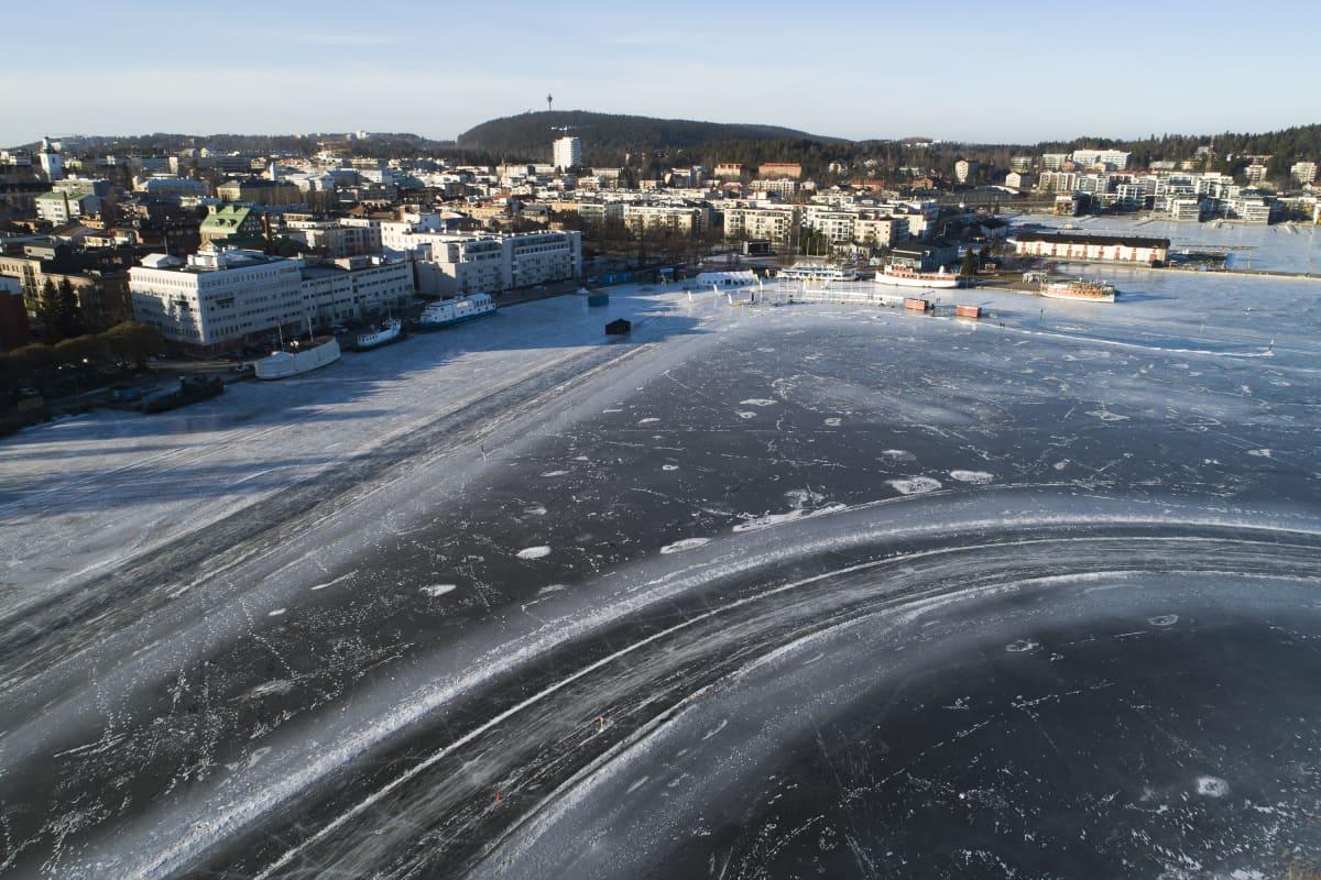 Jäämaratonin rata-aluetta Kuopion matkustajasatamassa helmikuussa 2020