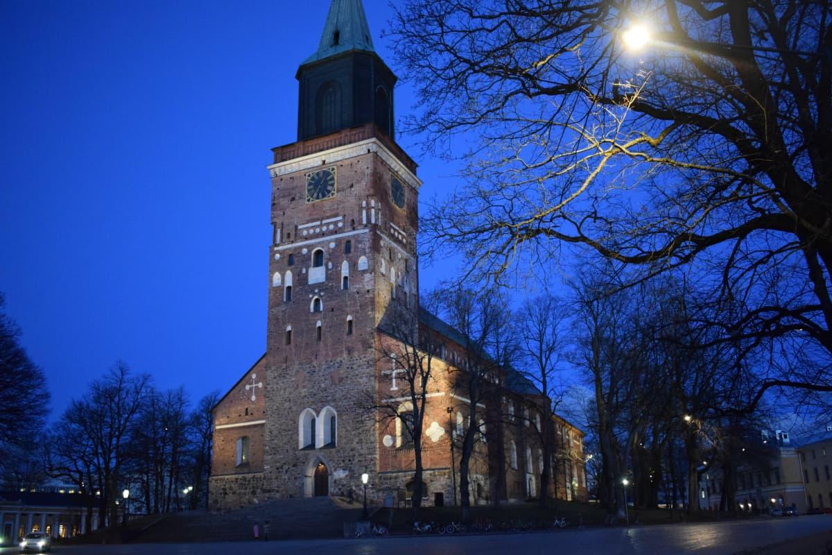 Turun tuomiokirkko maaliskuussa 2020.