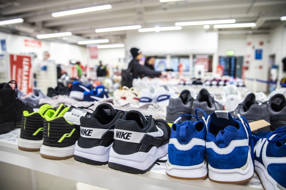 kenkiä urheiluliikkeessä