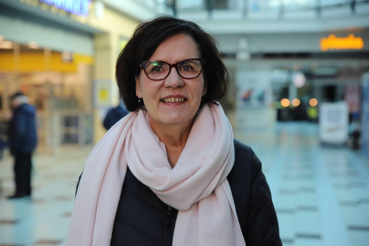 Arja Kumpu, hyvinvointipalvelujen johtaja, Kouvolan kaupunki. Kauppakeskus Hansa.
