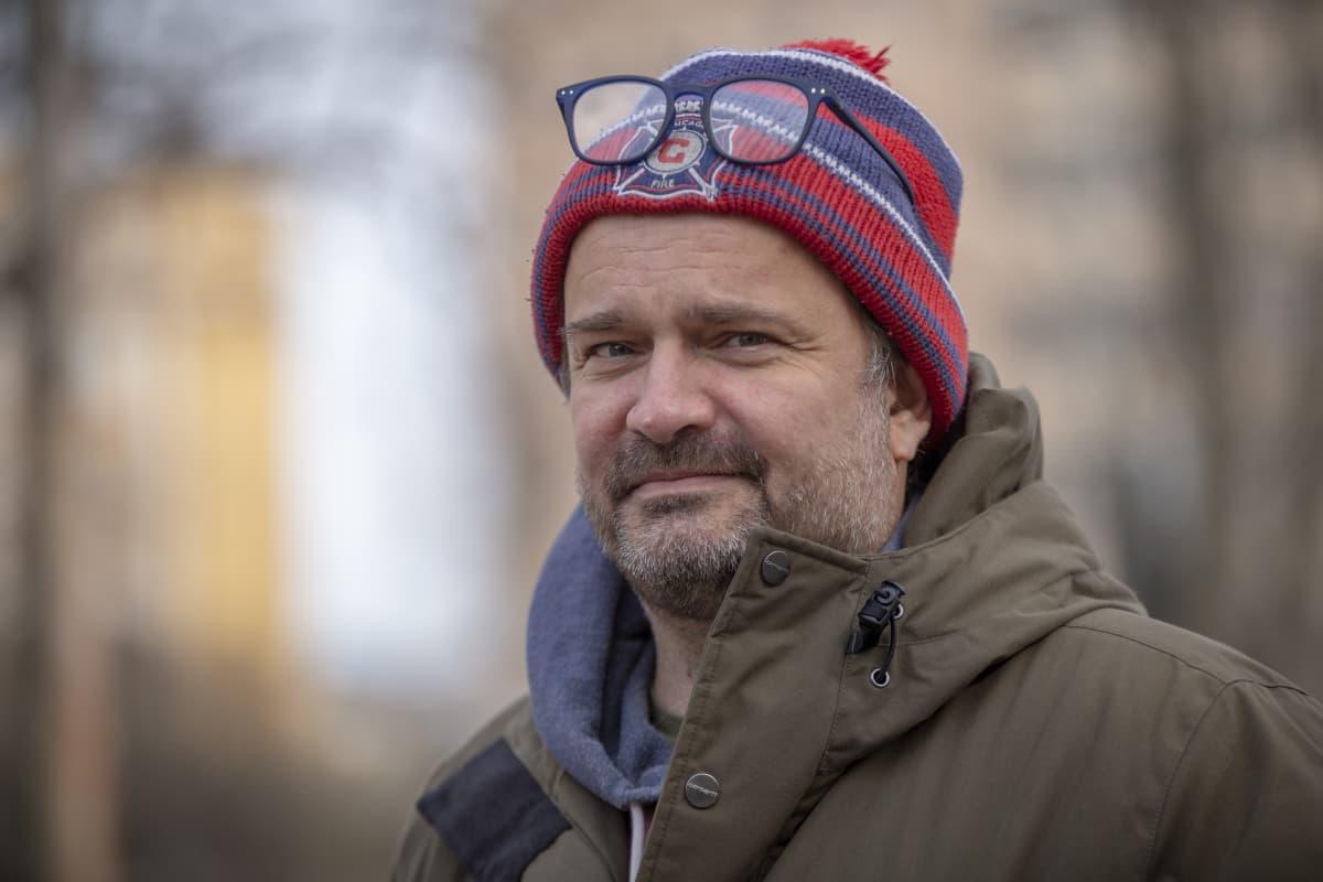 Tuottaja Misha Jaari Karhupuistossa